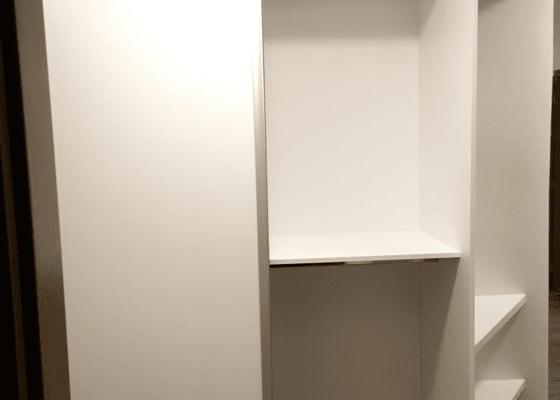 Vestavěná skříň na chodbu
