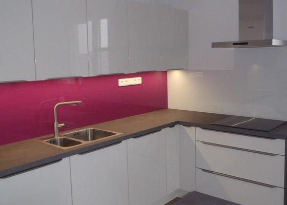 Skleněné obložení kuchyňské linky Lacobel Safe