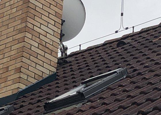 Oprava zatékání střechou kolem komína v rodinném domě v Praze