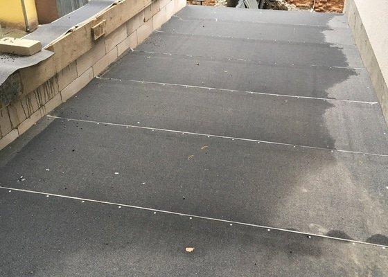 Přístavba kolárny s pochozí střechou Brno centrum