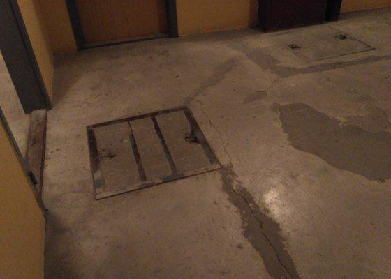 Podlaha v suterénu panelového domu