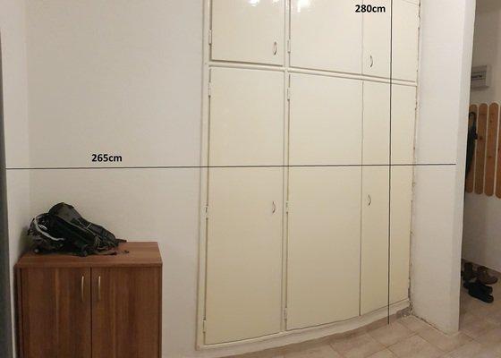 Posuvné dveře skříně + případně vnitřek skříně