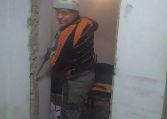 Výměna 2 vstupních dveří - zednická práce