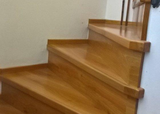Demontáž starého a montáž nového obložení schodiště
