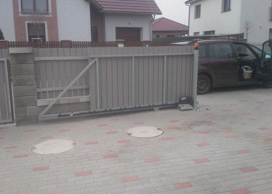 Posuvná brána + branka
