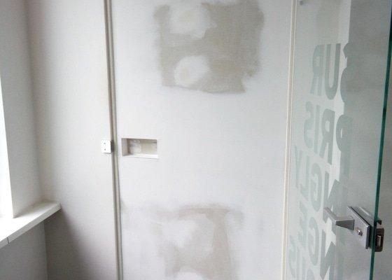 Zakrytí otvoru po dveřích