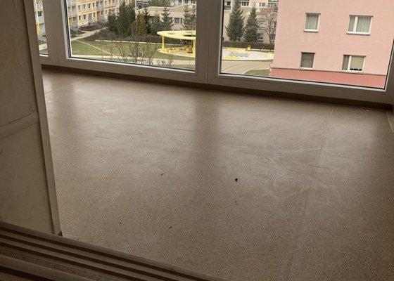 Pokládka linolea v bytovém domě (10 pater)