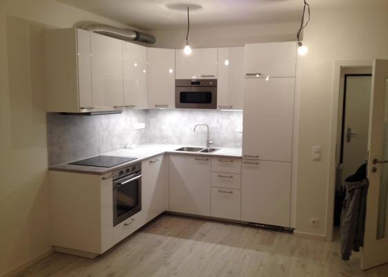 Zakryt trubky v kuchyni sadrokartonem
