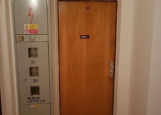 Výměna bytových dveří v panelovém domě