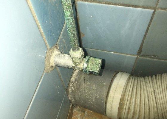 Vodovodní přípojka k toaletě