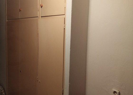 Vybourání vestavěné skříně