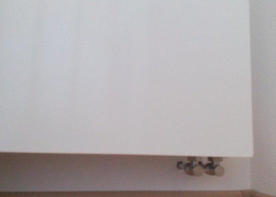 Demontáž 1ks radiátora, zbytek topné soustavy ponechat, zregulování druhého kusu