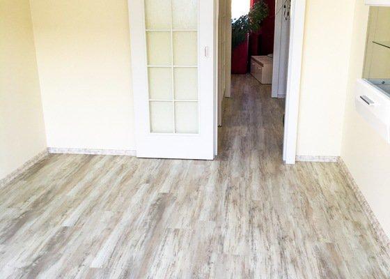 Položit podlahovou krytinu ve všech pokojích včetně chodby a kuchyně.4místnosti(70m)