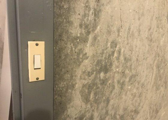 Frézování drážek na elektřinu v panelovém bytě