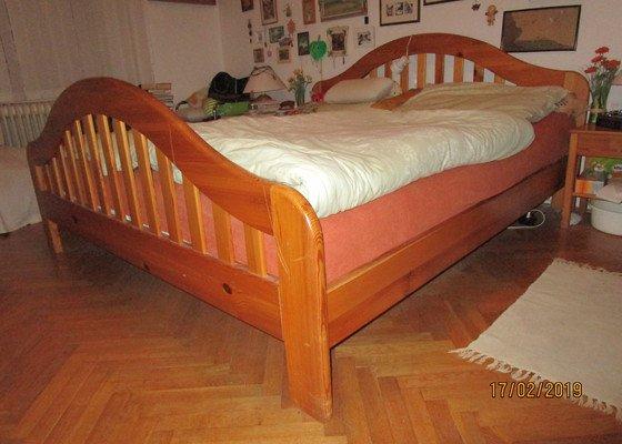 Potřebuji zvýšit nohy u manželské postele. Mám určitou představu, ale chybí mi zkušenost a praxe. Prosím o radu a řešení.