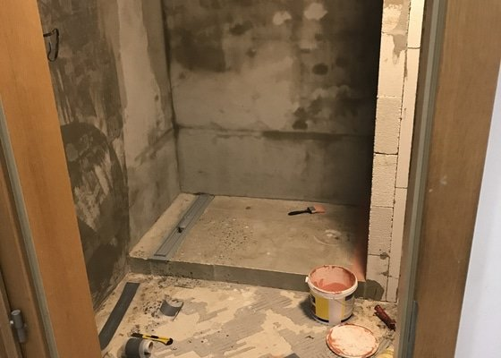 Rekonstrukce koupelny, nové podlahy, kuchyň, dveře