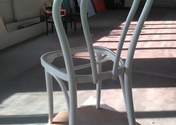 Renovace dřevěných židlí, nátěr, čalounění