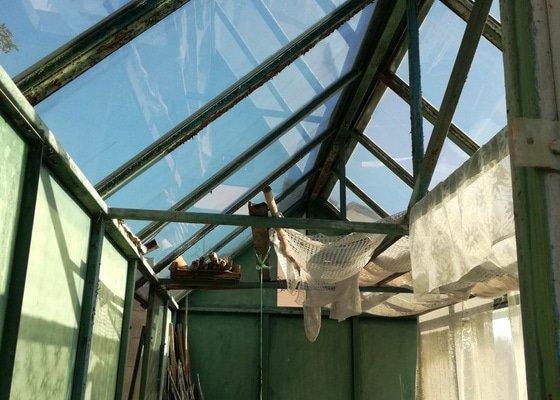Rozebrání skleníku