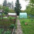 Jedná se plot vpravo a v zadní části pozemku, snadno dostupný.