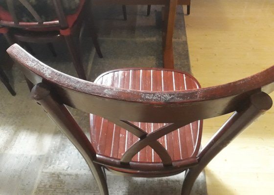 Renovace 30 let starých dřevěných židlí
