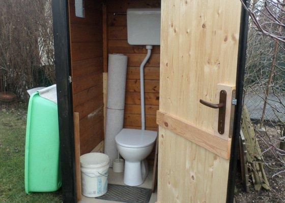 Zahrada-Výroba WC na zahrádce.