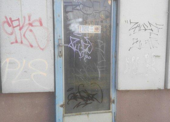 Zprovoznění dveří (stavební zámečnictví)