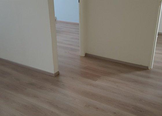 Laminátová podlaha do celého bytu