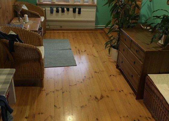 Renovaci dřevěné podlahy
