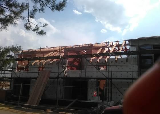 Střecha,sloupoví a palubky.