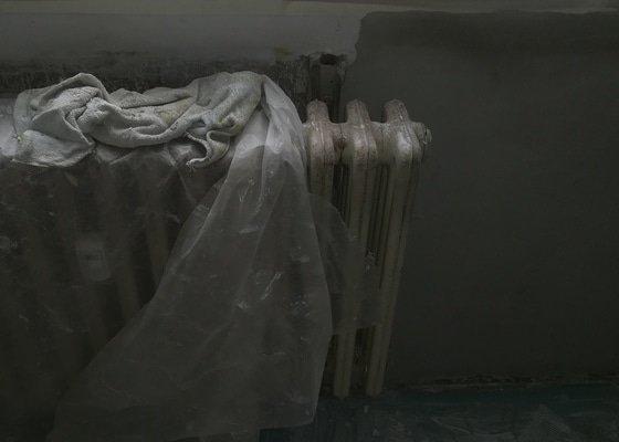 Renovace litinových radiátorů - 5 ks. vč. potrubí a nátěr zárubní