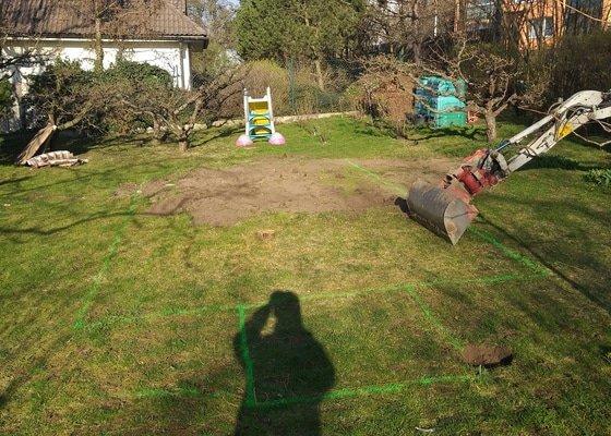 Stavební práce - vykopání jámy pro bazén
