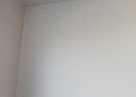 Výmalba panelového bytu 86m2 + radiátory + zárubně + oprava štuku