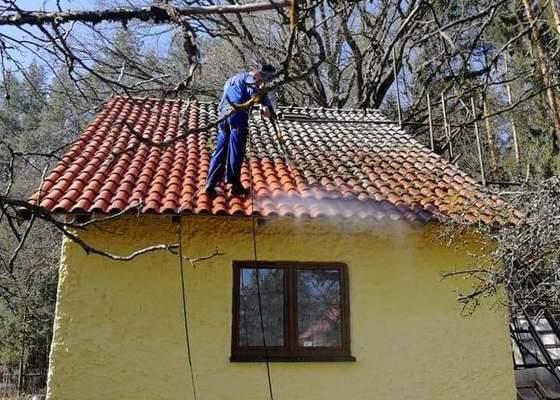 Zateplení střechy + očištění tašek + nátěr barvou