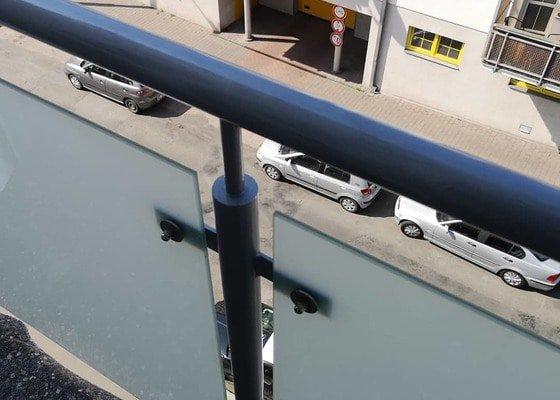 Natření zábradlí na balkónu a terase