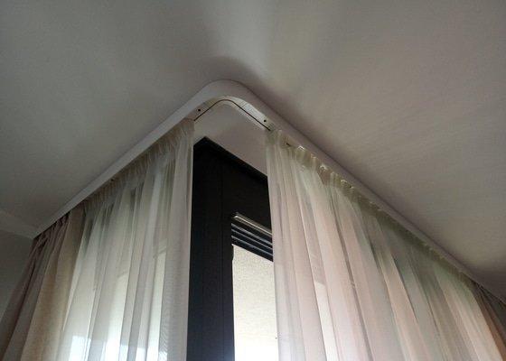 Privrtani stropnich kolejnic na zavesy