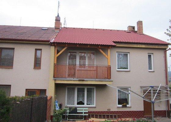 Výměna střešní krytiny cca 150 m2+zastřešení balkonu+zastřešení vchodových dveří