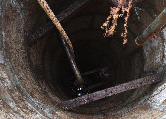 Čištění kopané studny