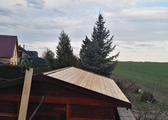 Oprava střechy zahradního domku