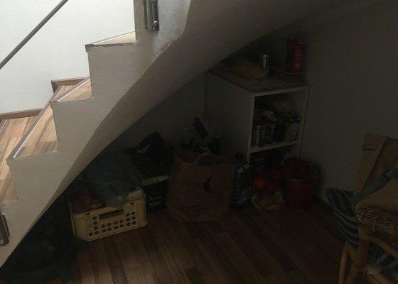 Vestavěná skříň pod schody