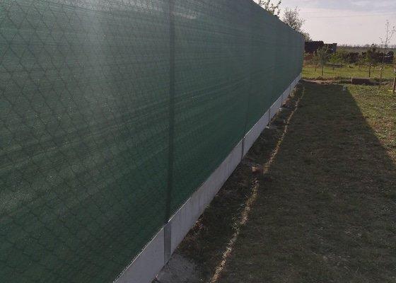 Montáž plotu z pletiva