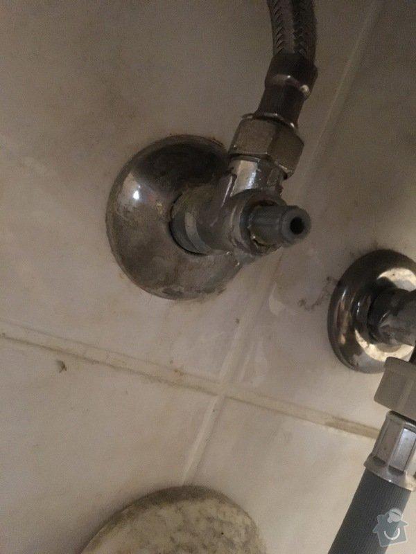 Pod umyvadlem