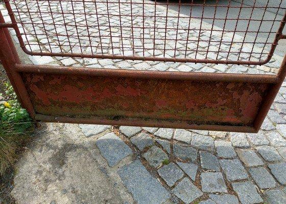 Lokální oprava železného plotu