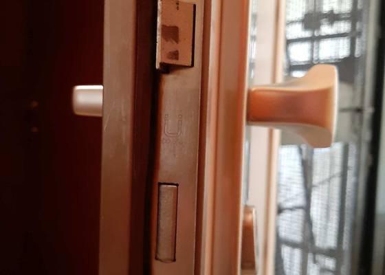 Výměna zámku u bezpečnostních dveří