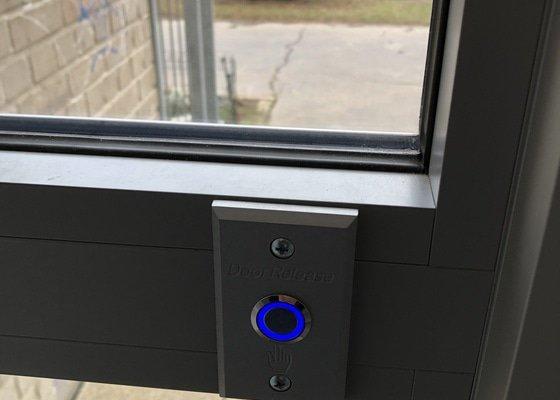 Výměna domovních zvonků, přístupový systém, magnetické zámky a kamerový systém