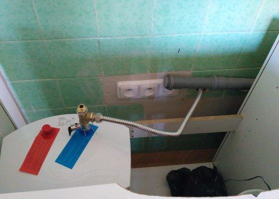 Připojení kuchyňskou linku k odpadu přes zeď, zapojit elektrický ohřívač vody
