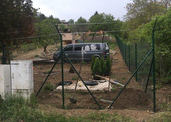 Stavba plotu z pletiva