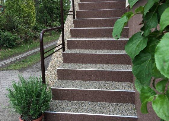 Položit kamenný koberec na venkovní schody
