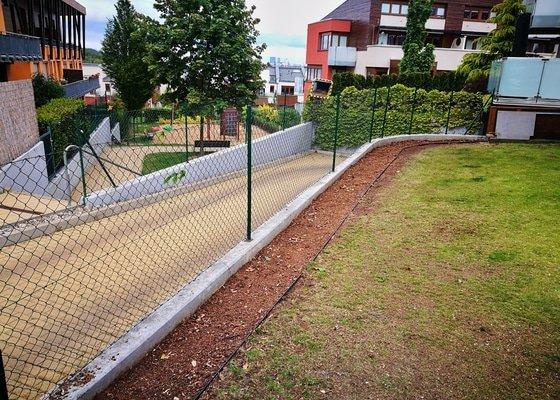 Vymena ziveho plotu a revitalizace/vymena travniku