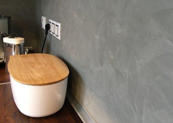 Provedení dekoračních stěrek v rekonstruovaném bytě