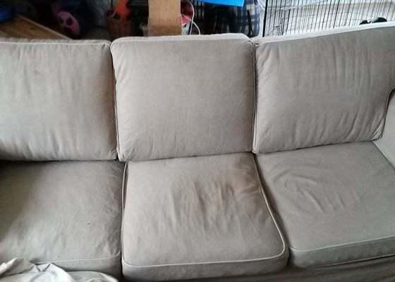 Výměna výplně 3 opěrných polštářů sedací soupravy